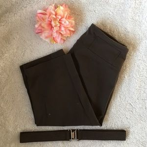 Lululemon Luon clam diggers with belt